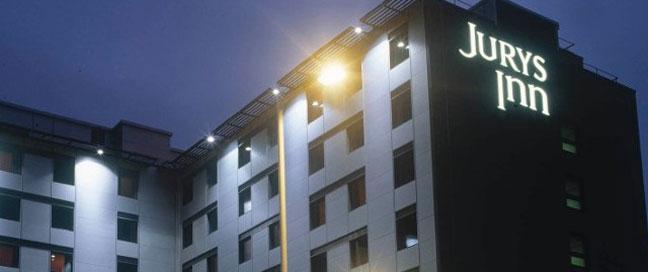 Jurys Inn Heathrow - Exterior by night