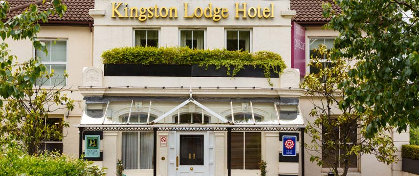 Kingston Lodge Hotel Entrance