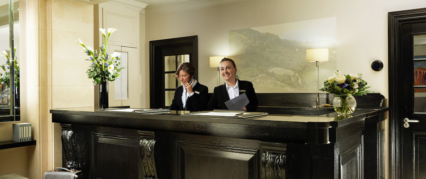 London Bridge - Reception Desk