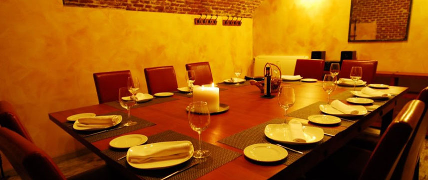 Lusso Infantas - Dining Area
