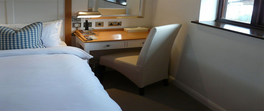 Manor Hotel Desk