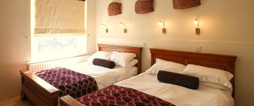 Mayflower Hotel - Family Bedroom