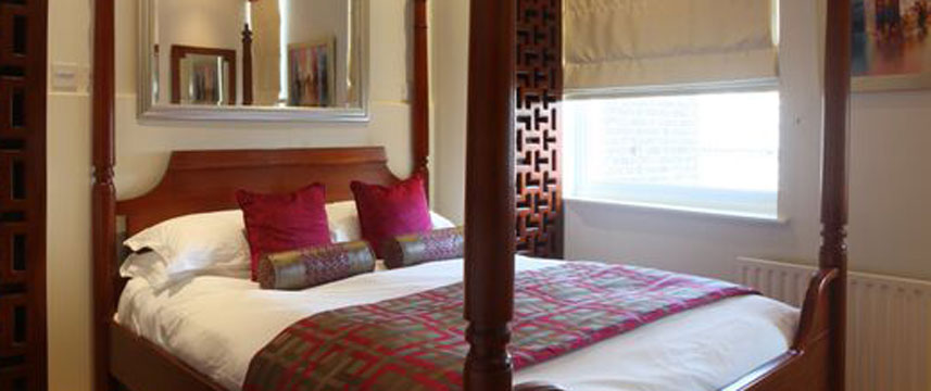 Mayflower Hotel - Four Poster Bedroom