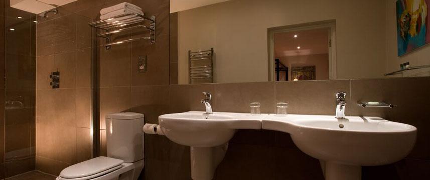 Mayflower Hotel - Suite Bathroom