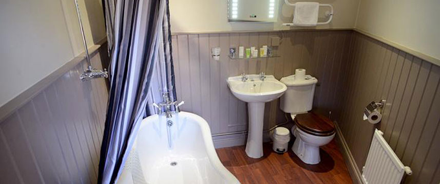 Millers Arms Inn - Bathroom Bath