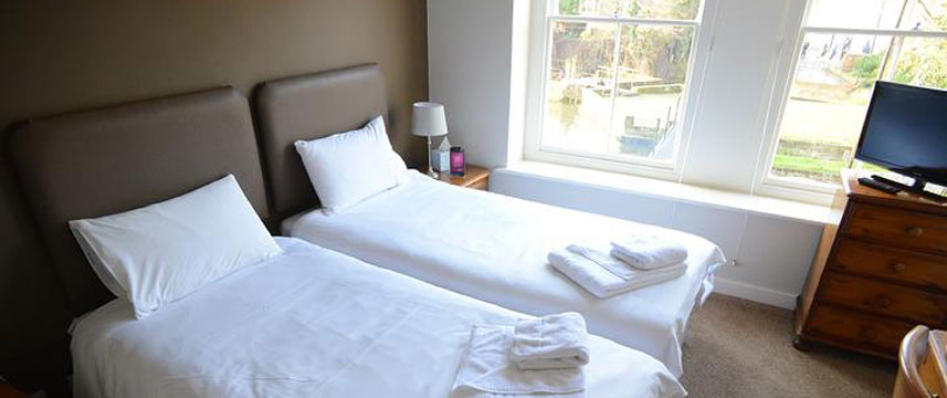 Millers Arms Inn - Twin Bed Room