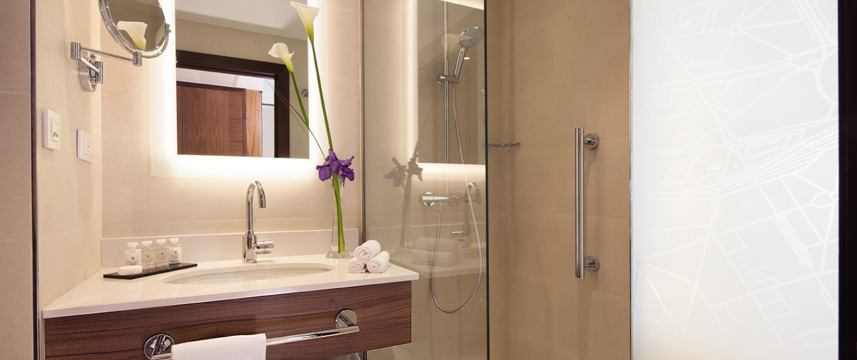 Movenpick Hotel Paris Neuilly Bathroom