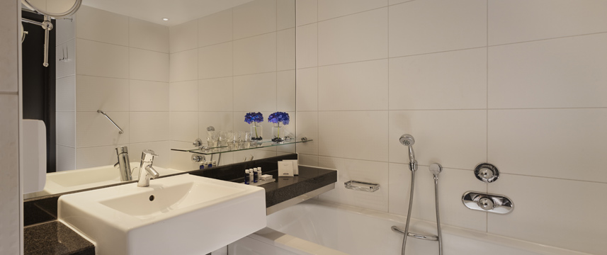 Park Plaza London Riverbank - Superior Bathroom