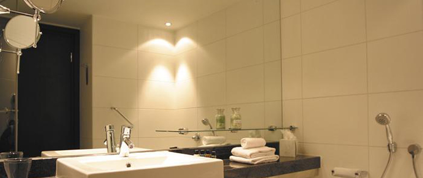 Park Plaza Riverbank London Bathroom