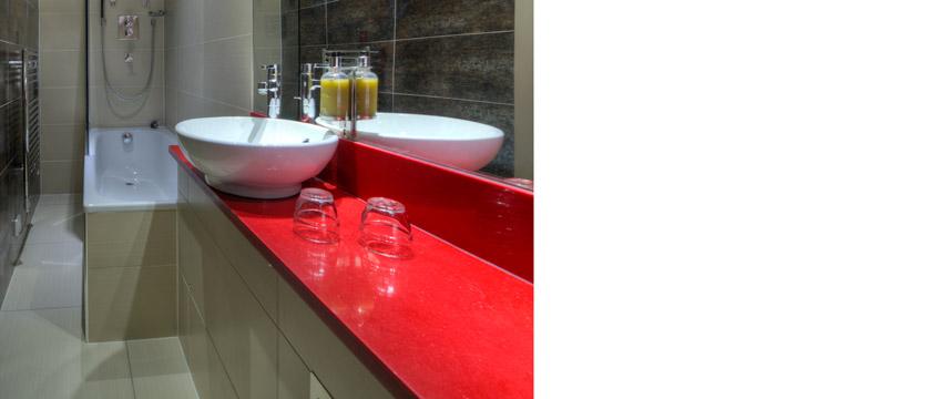 Quality Maitrise Hotel Bathroom