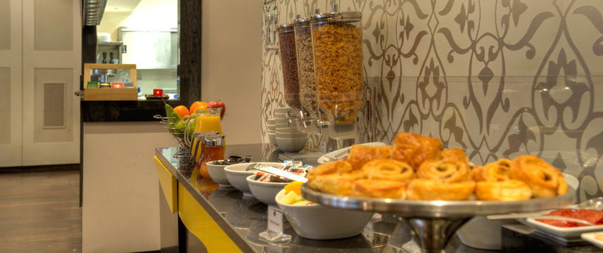 Quality Maitrise Hotel Breakfast Buffet
