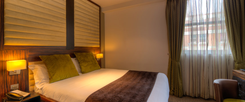 Quality Maitrise Hotel Double Bed