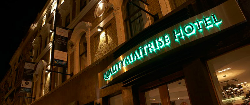 Quality Maitrise Hotel Exterior Night