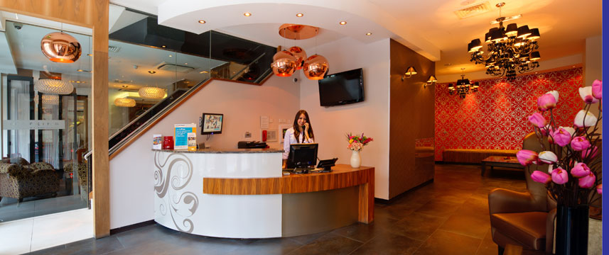 Quality Maitrise Hotel Reception Desk