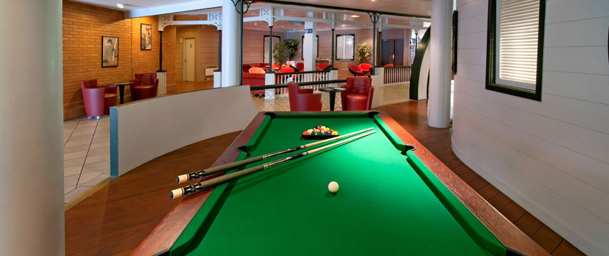 Qualys-Hotel Golf Paris Est - Pool Table
