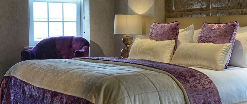 Radisson Blu Edwardian Berkshire - Junior Suite Bed