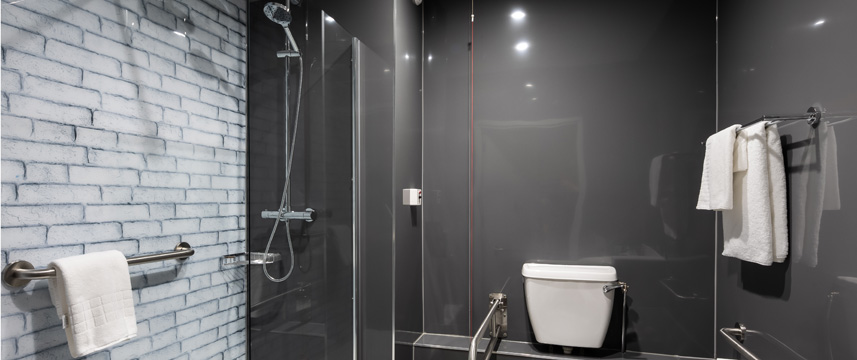 Ramada London Finchley - Shower Room