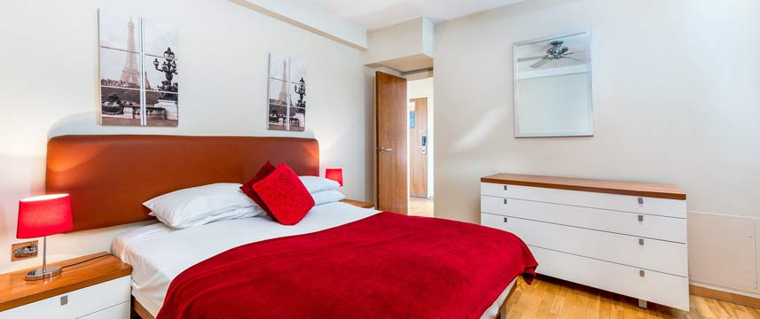 Roland House Apartments - Premium Bedroom