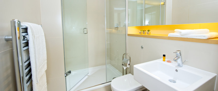 Staycity Serviced Apartments London Heathrow - Bathroom