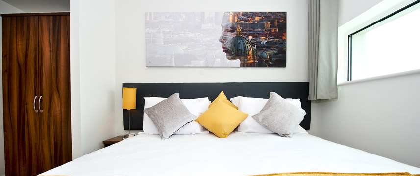 Staycity Serviced Apartments London Heathrow - Bed detail