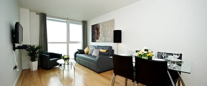 Staycity Serviced Apartments London Heathrow - Living area