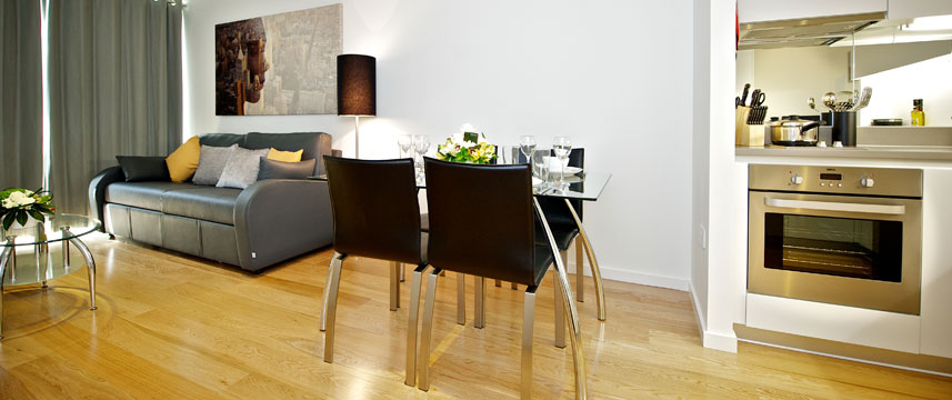 Staycity Serviced Apartments London Heathrow - Living space