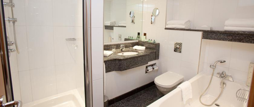 Arora International Gatwick - Bathroom