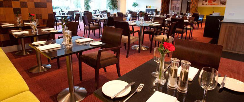 Arora International Gatwick - Restaurant Tables