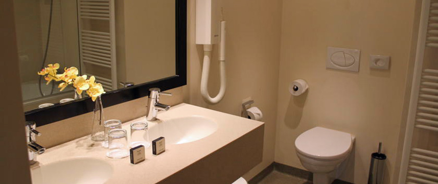 Avenue Hotel - Bathroom