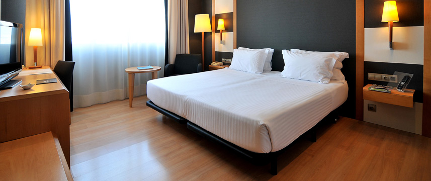 Barcelona Universal - Superior Room