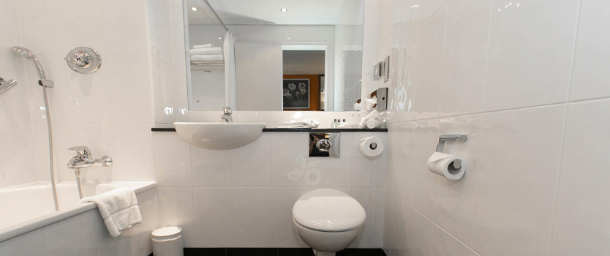 Best Western Plus Milford Hotel - Bathroom