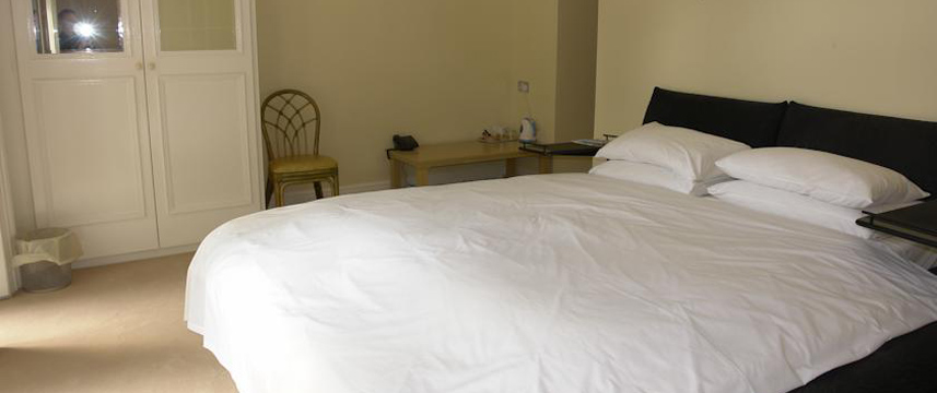 Cavalier House Hotel - Double Bedroom