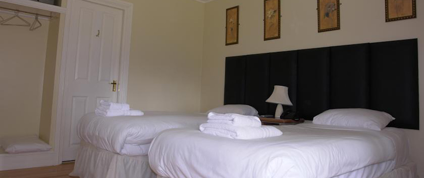 Cavalier House Hotel - Twin Bedroom