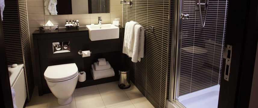 Crowne Plaza Birmingham Club Floor Bathroom