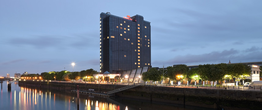Crowne Plaza Glasgow - Exterior Evening