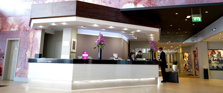Crowne Plaza Glasgow - Reception Area