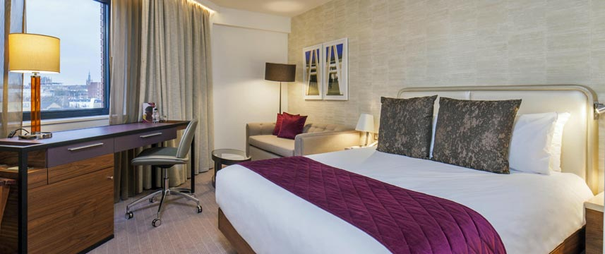 Crowne Plaza Kings Cross Double Bedroom
