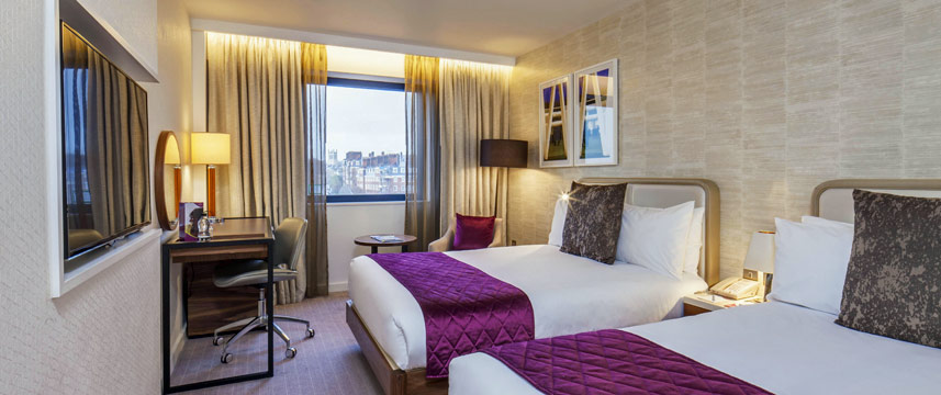 Crowne Plaza Kings Cross Twin Bedroom