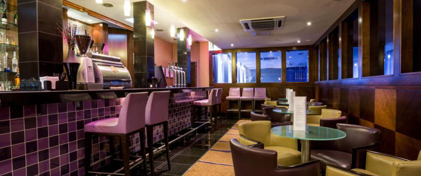 Crowne Plaza London Ealing - Bar