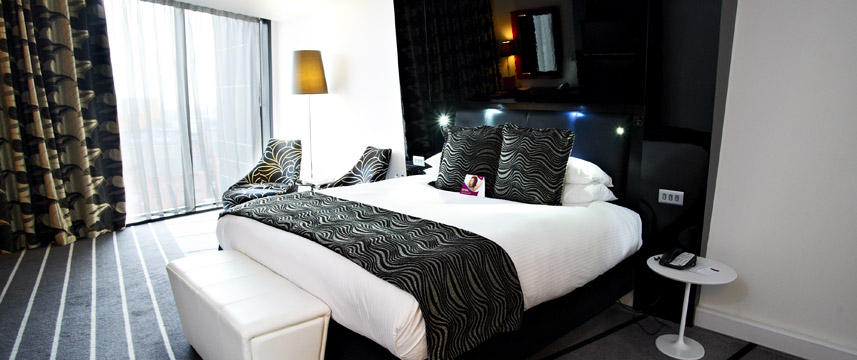 Crowne Plaza Manchester City Guest Room