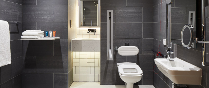 Crowne Plaza Manchester Oxford Road - Accessible Bathroom