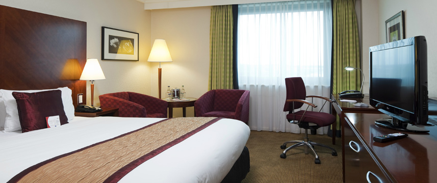 Crowne Plaza NEC Bedroom