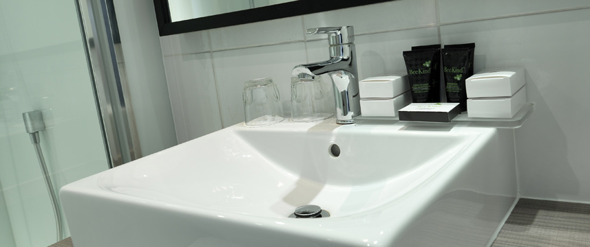 Crowne Plaza Stratford Upon Avon - Bathroom Detail
