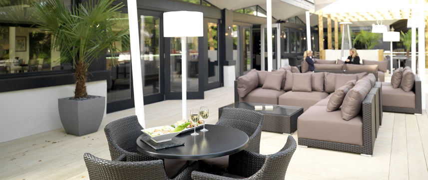 Crowne Plaza Stratford Upon Avon - Terrace Seating