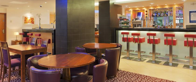 Express by Holiday Inn Swiss Cottage Bar