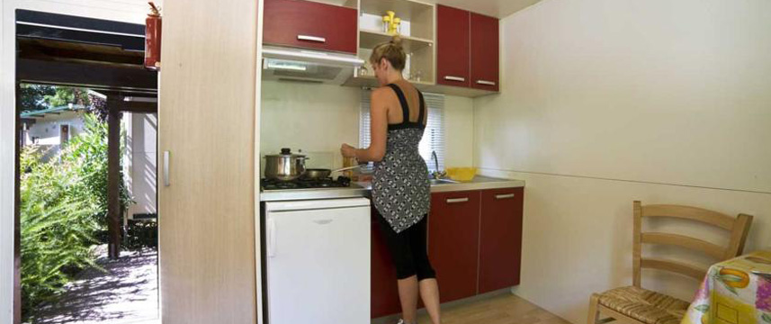 Flaminio Village Bungalow Park - Kitchenette