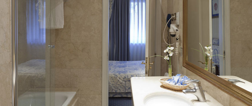 Gran Hotel Velazquez - Executive Suite Bathroom