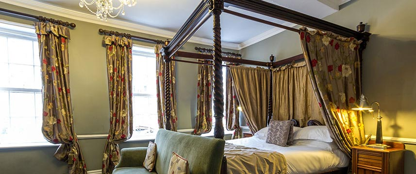 Guy Fawkes  Inn Four Poster Bed