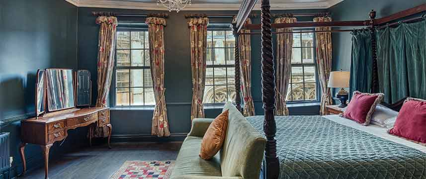 Guy Fawkes  Inn Four Poster Room