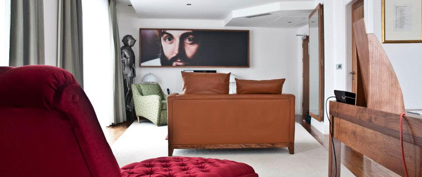 Hard Days Night Hotel - McCartney Suite Bedroom